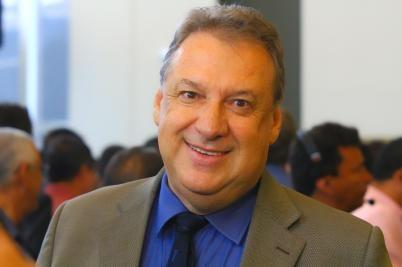 Deputado Romualdo Junior busca ônibus para  universitários de Guiratinga