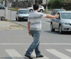 Segurança no trânsito: respeite a faixa de pedestres