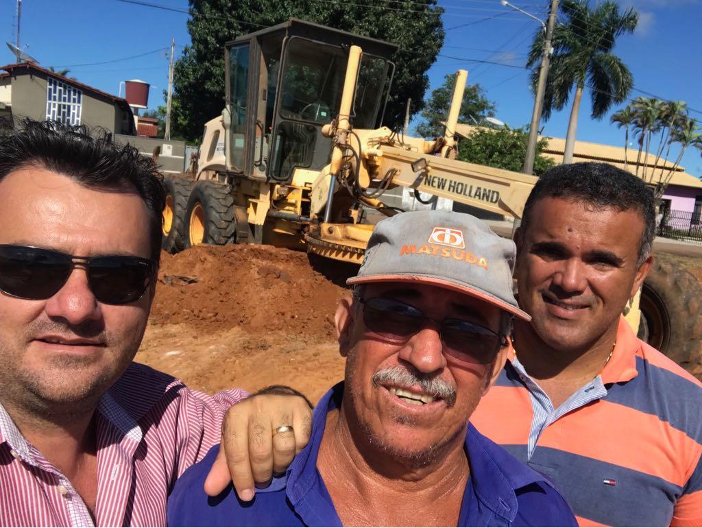 Secretaria de Obras continua trabalhando na recuperação da estrada do Chapadão do Alcantilado