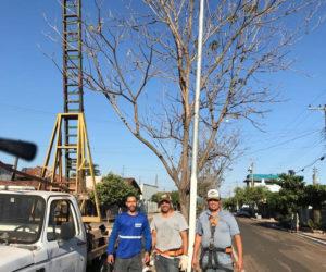 Secretaria de Obras realiza limpeza de ruas e troca de lâmpadas